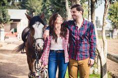 Fotos preboda por Rigby Producciones #savethedate #caballo #establo #horse #CasamientoArgentino #Farmwedding https://www.youtube.com/watch?v=pqpqjxryJkc