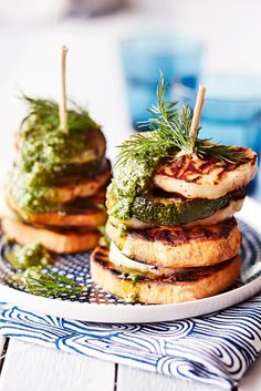 Grillatut bataatti-halloumitornit // Grilled Sweet Potato & Zucchini towers & halloumi & dill pesto Food & Style Elina Jyväs Photo Satu Nyström Maku www. Grilling Recipes, Wine Recipes, Grilled Sweet Potatoes, Kebabs On The Grill, Vegetarian Recipes, Healthy Recipes, Good Food, Yummy Food, Halloumi