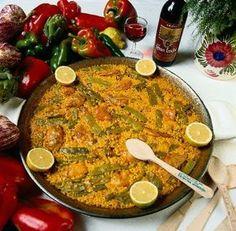 """Paella Valenciana: aceite, pollo, conejo, """"ferraura"""", """"garrofó"""", tomate, agua, sal, azafrán y arroz. Fin."""