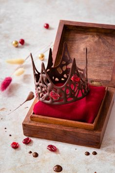 Couronne royale au chocolat et cranberries - (Recette spéciale épiphanie) Chocolate, Sweet, Desserts, Blog, Pastries, Cakes, I Want Chocolate, Chocolate Fondue, Special Recipes