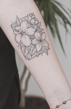 while this is beautiful work, i always wanna go up to blackwork tattoos with a marker and color them in Boys With Tattoos, Small Tattoos, Tattoos For Women, Line Tattoos, Body Art Tattoos, Cool Tattoos, Plumeria Tattoo, Hibiscus Flower Tattoos, Hibiscus Flowers