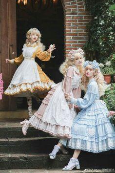 The Lolita Schuyler Sisters! Harajuku Fashion, Kawaii Fashion, Lolita Fashion, Cute Fashion, Fashion Outfits, Rock Fashion, Fashion Shirts, Emo Fashion, Fashion Boots