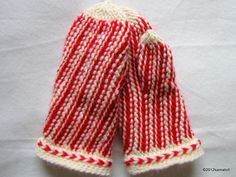 Mittens crocheted in slip stitch crochet by samatofi, via Flickr. Now to find out how those braids at the wrist are done in slip stitch crochet! I've found instructions for knitting, but wouldn't know how to produce this in crochet