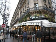 Terrasses. Cafe de Flore. Saint-Germain-des-Pres, Paris