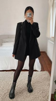 Winter Fashion Outfits, Fall Winter Outfits, Look Fashion, Grunge Fashion Winter, New York Winter Fashion, Ootd Winter, High Fashion Looks, Fashion Edgy, Fashion 2018