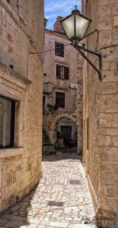 Narrow alley in town Trogir, Split-Dalmatia_ Croatia