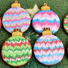 Surprise your family and friends with these colorful, festive and easy to make decorated Christmas Marbled Ornament Cookies. Christmas Tree Cookies, Holiday Cookies, Christmas Ornaments, Royal Icing Cookies Recipe, Cupcake Cookies, Christmas Goodies, Christmas Baking, Christmas Fun, Cake Decorating Tutorials