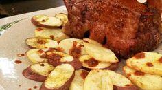 Bife angosto mechado con papas y batatas al horno