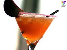 #Ron, #naranja, #maracuyá #FinestCall y un toque de vainilla son los protagonistas de este cóctel. Lo puedes pedir en el restaurante Estación, de Córdoba. http://cocteleriacreativa.com/esp/recipes/detail/464/Passion_Bacardi