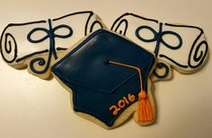 Diploma and hat cookies