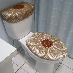 Toilet Tank Cover, Contemporary Toilets, Free Crochet Doily Patterns, Crochet Curtains, Toilet Design, Crochet Home Decor, Bathroom Sets, Decoration, Diy