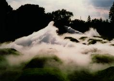 Fujiko Nakaya, Cloud Installation # 07156 Grand Palais, 2013, Eau-brouillard générée par 373 diffuseurs de brouillard et un système de moteur de pompe à haute pression, © Fujika Nakaya, Paris, 2013