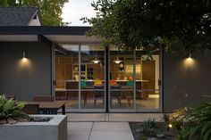Architectural exterior shot of an Eichler-inspired California home | NONAGON.style
