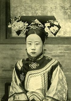 "imperialasia: "" Very rare portrait of a Manchurian Princess. She was said to be the concubine or wife of Prince Qing (慶親王), the first Prime Minister of the Qing dynasty. Chinese Style, Chinese Art, Chinese Painting, Vintage Photographs, Vintage Photos, Dynasty Clothing, The Concubine, China Girl, China China"