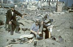 Stalingrad citizens tryng to cook some food among the ruins of their city.1942