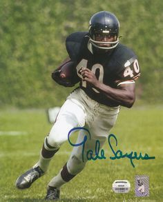 Football collectors cards available at Bonanza Sports Website for Collectors and Football Enthusiasts Football Players Photos, Nfl Football Helmets, Bears Football, Football Is Life, Football Posters, School Football, Chicago Bears Pictures, Gale Sayers, Nfl 49ers