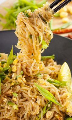 Vegan Shirataki Pad Thai Pad Thai under 200 calories – also vegan and gluten-free - Delicious Vegan Recipes Vegan Vegetarian, Vegetarian Recipes, Healthy Recipes, Healthy Breakfasts, Vegan Meals, Vegan Food, Delicious Recipes, Healthy Snacks, Miracle Noodles