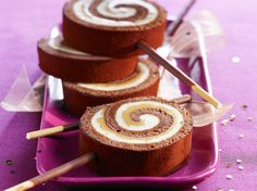 Découvrez la recette Bûche chocolat et caramel salé sur cuisineactuelle.fr.