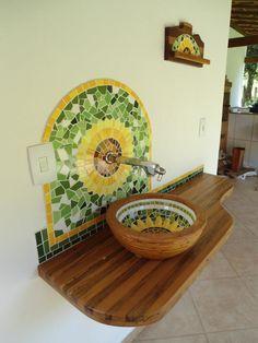 Mosaico e cuba em madeira                                                                                                                                                                                 Mais