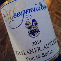 It had to be sweet today.... Wonderful apricots and orange. Fine sweetness, yet far from sticky. Fresh acidity. Oily texture. And only 7% abv. #rieslaner #pfalz #cheers
