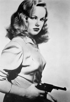 Peggy Cummins in Gun Crazy 1950 Old Hollywood Stars, Classic Hollywood, Classic Actresses, Actors & Actresses, Hollywood Actresses, Women Shooting Guns, Gene Tierney, Thing 1, Bonnie N Clyde