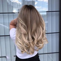 Ombre Hair Looks That Diversify Common Brown And Blonde Ombre Hair - Dirty Blonde Ombre Hairstyle Honey Blonde Hair, Blonde Hair Looks, Blonde Hair With Highlights, Brunette Hair, Ombre On Blonde Hair, Ashy Blonde, Medium Blonde, Hair Medium, Light Blonde