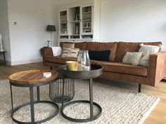 Cognac sofa with oak floor Living Room Colors, Living Room Grey, Home Living Room, Home Upgrades, Sofa Cognac, Style At Home, Happy New Home, Interior Design Living Room, Room Inspiration
