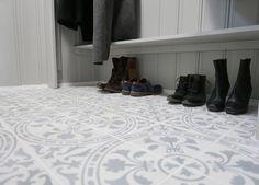 Bilderesultat for fliser gang Tiled Hallway, Shoe Rack, Home Decor, Homemade Home Decor, Shoe Cupboard, Decoration Home, Interior Decorating
