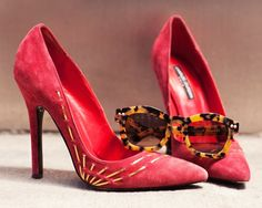 Red heels and tortoiseshell sunglasses Charles Jourdan, Tortoise Shell Sunglasses, Red High Heels, Bean Boots, Sock Shoes, Summer Shoes, Blue Denim, Me Too Shoes, Christian Louboutin
