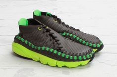 11 May 2013 Style News. Nike Air Footscape Woven Chukka Midnight Fog/Poison Green - Nike presents its Air Footscape Woven Chukka in a new co. Ankle Shoes, Men's Shoes, Nike Presents, Best White Sneakers, Chukka Sneakers, Nike Sneakers, Nike Design, Sneaker Magazine, Everyday Shoes