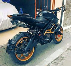Judho Pralistyo shares the images and details of his heavily modified Bajaj Pulsar from Indonesia and it's worth every single penny invested. Moto Pulsar 200, Pulsar 200ns, Custom Motorcycles, Custom Bikes, Cars And Motorcycles, Pulsar 220 Modified, Bajaj Motos, Ns 200, Street Bikes