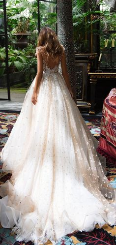 Cap sleeves sweetheart neckline heavy embellishment ball gown wedding dress #weddingdress #bridedress #weddinggown