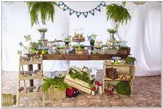 Festa picnic com as cores azul marinho, azul claro, verde limão e branco. www.ramosdecor.com.br