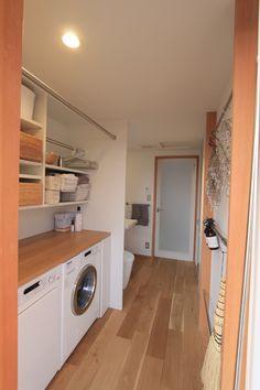 我が家の洗濯事情 Small Space Interior Design, Dream Home Design, House Design, Minimalist Room Design, Minimalist Home, Bathroom Toilets, Laundry In Bathroom, Outdoor Laundry Rooms, Japanese Modern House