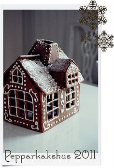 Gingerbread house - love the dots