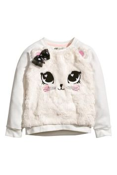 Thin top in sweatshirt fabric with long raglan sleeves and a faux fur front with embroidery and applications. Slightly longer at the back. Sweat Shirt, Girls Pajamas, Girls Sweaters, Women's Sweaters, Boys T Shirts, Baby Dress, Hooded Sweatshirts, Kids Fashion, Fall Fashion