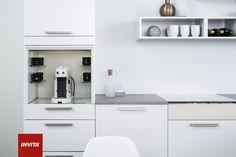 Coffee Unit er designet til at passe naturligt ind i ethvert køkken, og du kan skabe din egen mini-café derhjemme.