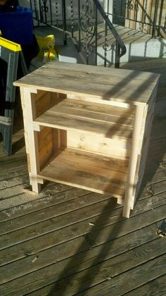 I Love All These DIY With Old Pallets, Night Stand Made Out Of Pallets. NOT  A Tutorial.