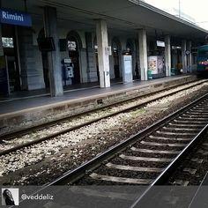 Arrivando a Rimini. #myrimini #treni #binari #rimini #attesa #arrivo #lontananza #missrimini @comunerimini #regram di @veddeliz