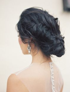 Glowing details of the bride by @carolly