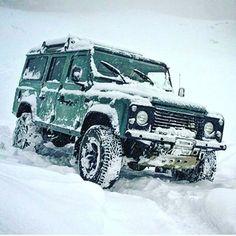 Land Rover Defender 110. Snow.