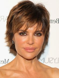 Lisa Rinna Haircuts: Short Layered Razor Cut with Bangs /Getty images
