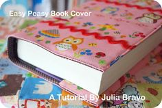 Book cover tutorial (image heavy)easy peasy tutorial on covering any book with fabric Sewing Hacks, Sewing Tutorials, Sewing Patterns, Fabric Crafts, Sewing Crafts, Sewing Projects, Diy Projects, Makeup Bag Tutorials, Flannel Rag Quilts
