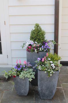 36 DIY Garden Container Ideas On a Budget 36 DIY Gartencontainer Ideen mit kleinem Budget Tiered Garden, Diy Garden, Spring Garden, Garden Pots, Garden Ideas, Potted Garden, Indoor Gardening Supplies, Container Gardening, Gardening Vegetables