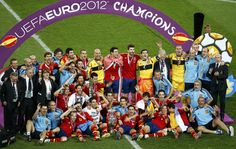Spain's team with trophy pose for media after defeating Italy to win Euro 2012 final soccer match at Olympic stadium in Kiev. Spain Vs Italy, Euro 2012, Soccer Match, Photojournalism, Finals, Olympics, Champion, Poses, Athlete