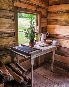 Log Cabin Living, Log Cabin Homes, Log Cabin Bedrooms, Tiny Cabins, Tiny House Cabin, Log Cabins, Elsie De Wolfe, Small Cabin Interiors, Rustic Interiors