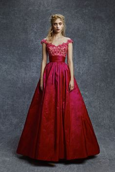 See the complete Reem Acra Pre-Fall 2015 collection.