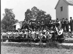 Galleri NOR; Setesdal Valle Gruppe utenfor kirken 1934