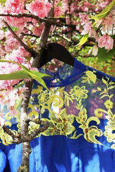 A-line dress with layered sleeves and contrast floral embroidered tulle Made from a breathable silk-like fabric Regular fit Tulle High neck  Concealed zip fastening along back Yellow flowers embroidery Chic Outfits, Summer Outfits, Summer Dresses, Get The Party Started, Kites, Night Looks, Party Looks, Jumpsuit Dress, Yellow Flowers