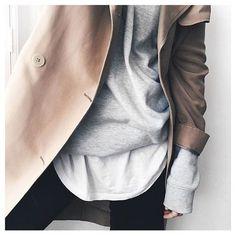N'ayez pas peur d'en remettre une couche (ha!). Quand on ne sait pas quoi porter, il ne faut pas avoir peur de superposer plusieurs vêtements pour donner du style à notre tenue. Idéale en hiver, la superposition (ou layering), consiste justement à ajouterdifférentes couches de vêtements pour créer de la texture. Comment faire? Voici des idées!  Quelquesmélanges qui fonctionnent à tous les coups : Chemise longue + col roulé+ perfecto T-shirt + chemise en jean + blazer + manteau oversize…
